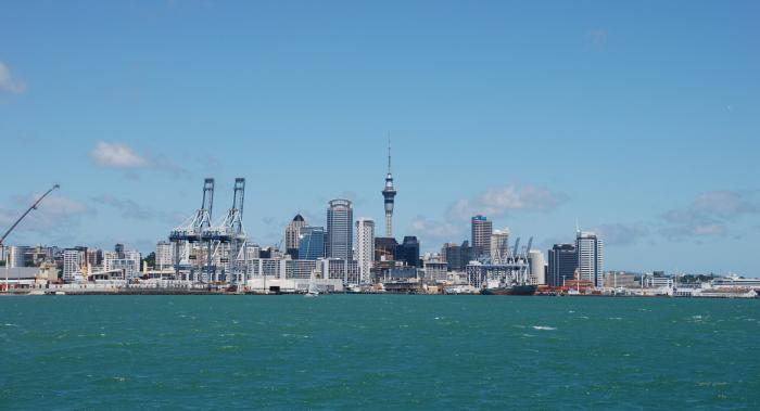 how to get to devonport from auckland
